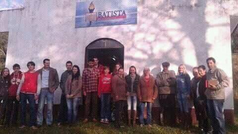 fachada-da-igreja-com-membros-palmitinho